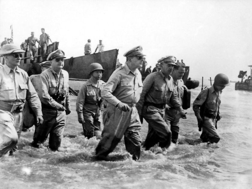 1280px-Douglas_MacArthur_lands_Leyte1